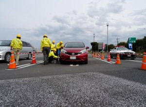 日本自動車タイヤ協会 タイヤ空気圧チェックの様子3