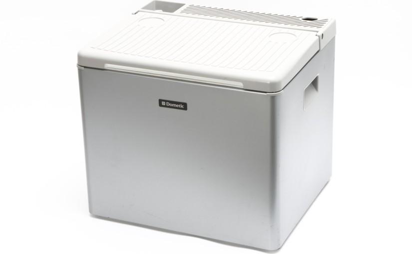 【第26回】DC12V、AC100V、そしてカセットガスでも駆動する3ウェイタイプの冷蔵庫