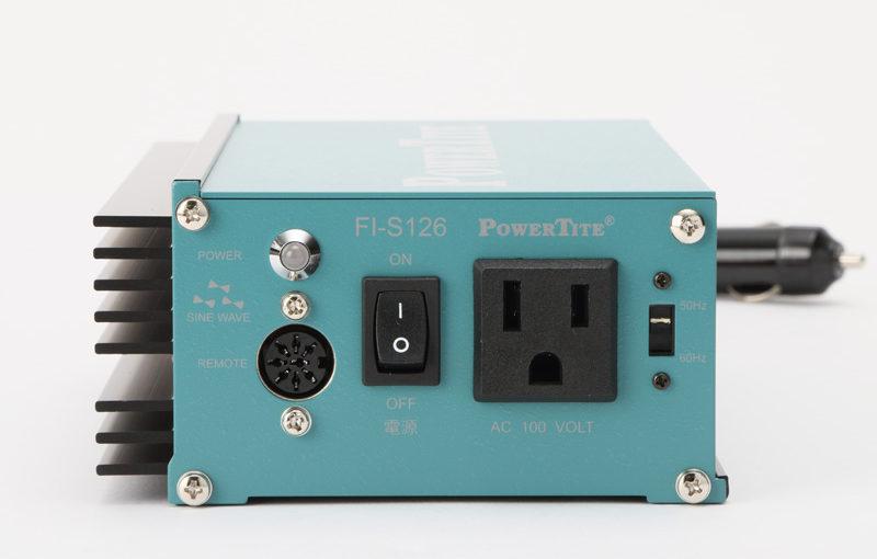 【第156回】アクセサリーソケットから給電できる!USBポート付きポータブルインバーター