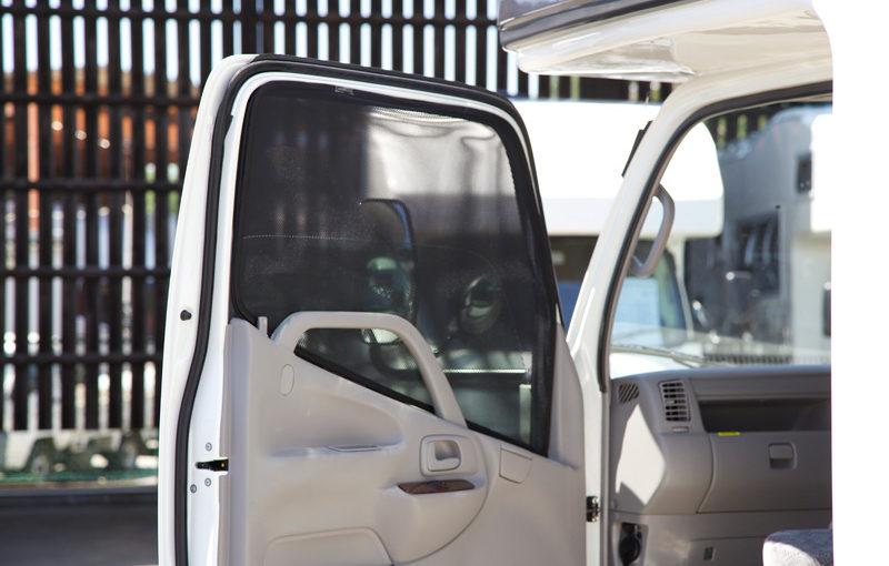 【第160回】夏の暑さ対策! 運転席、助手席の窓を網戸にする